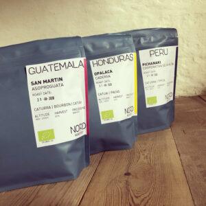 Økologisk kaffe med omtanke, friskristet i eget kafferisteri og pakket i CO2 neutrale kaffeposer